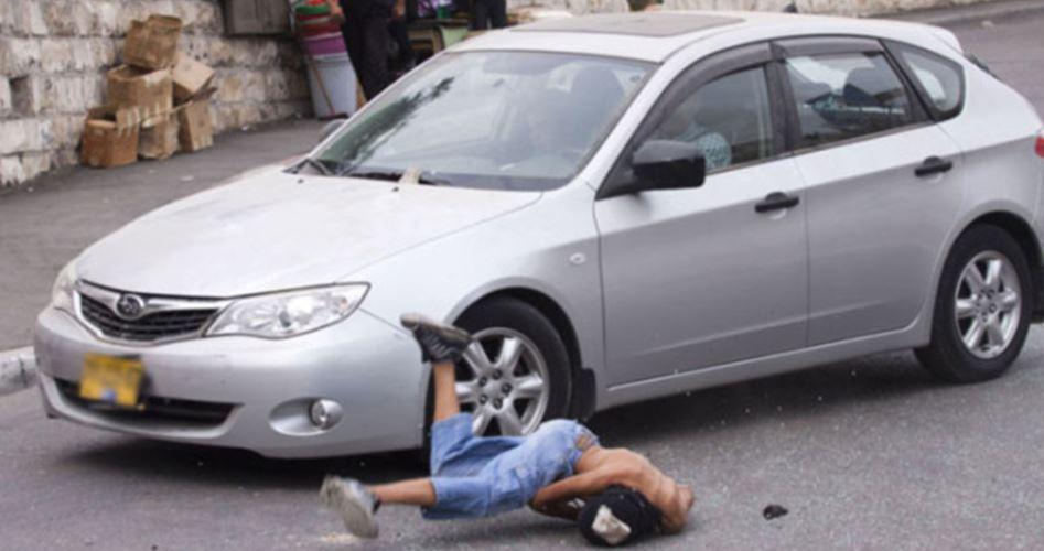 Photo of إصابة بليغة لفتى تعمد مستوطن دهسه جنوب الخليل