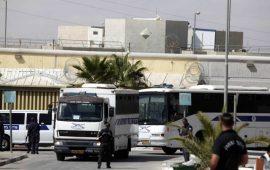 قوات إسرائيلية تقتحم سجن عسقلان وتحطم مقتنيات الأسرى