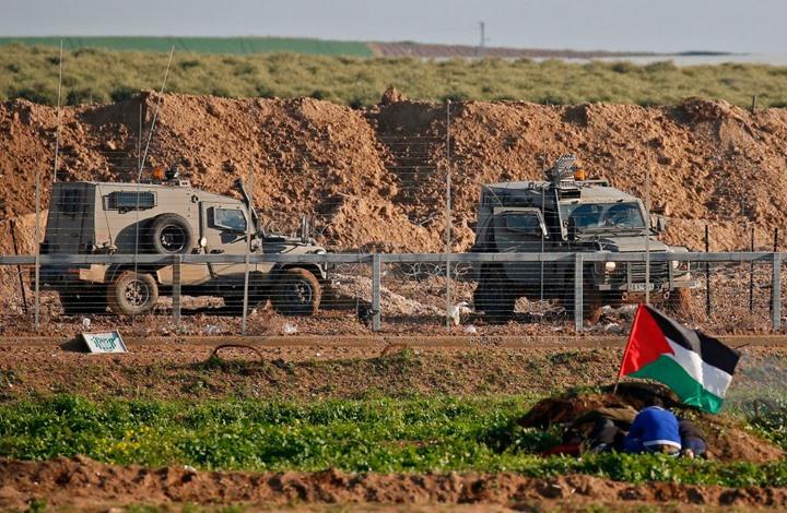 Photo of شهيد برصاص الاحتلال واعتقال آخرين قرب السياج الفاصل بغزة