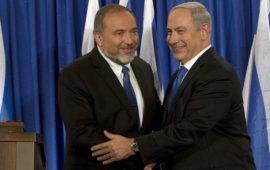 """""""يسرائيل هيوم"""": ليبرمان يشترط إسقاط حكم حركة حماس في غزة مقابل الدخول بائتلاف"""