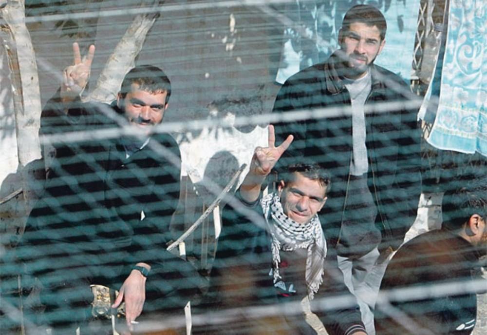 "Photo of ""هآرتس"": الداخلية الإسرائيلية خسرت المعركة مع أسرى حماس"