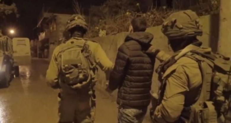 Photo of الاحتلال الإسرائيلي يعتقلُ 10 مواطنين بالضفّة