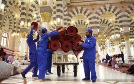 """بـ 3 الآف سجادة جديدة.. فرش المسجد النبوي وساحاته استعداد لـ""""رمضان"""""""