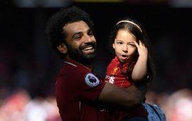 """""""مكّة"""" ابنة صلاح تظهر في ملعب ليفربول وتسجل هدفا"""