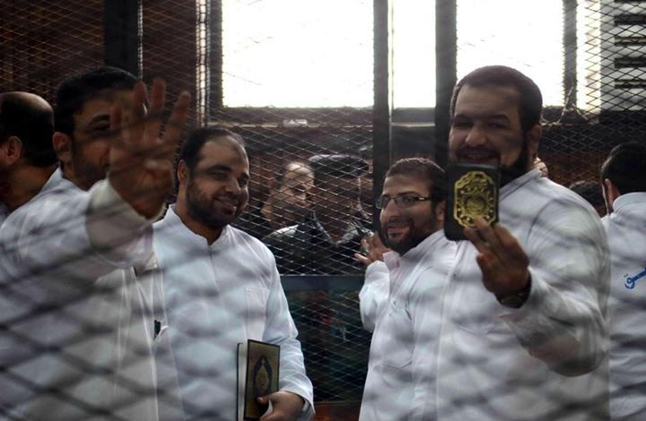 Photo of كيف حول نظام مصر السجون إلى مقابر مفتوحة تلتهم معارضيه؟