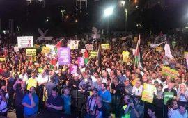 """عشرات الآلاف يتظاهرون في تل أبيب ضد """"حصانة نتنياهو"""""""