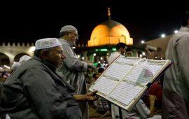 """مساجد الاعتكاف بمصر في العشر الأواخر: رقابة أمنية وإلغاء احتفالات """"غزوة بدر"""""""