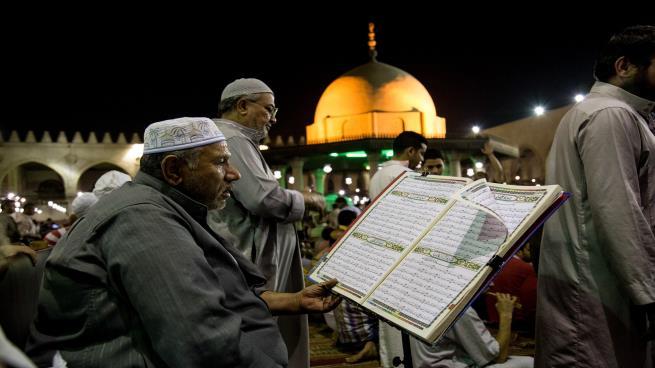 """Photo of مساجد الاعتكاف بمصر في العشر الأواخر: رقابة أمنية وإلغاء احتفالات """"غزوة بدر"""""""