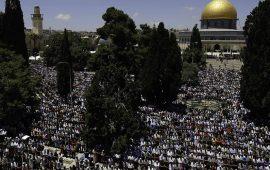 رغم الحر الشديد وإجراءات الاحتلال.. أكثر من 100 ألف يؤدون جمعة رمضان الثالثة في الأقصى