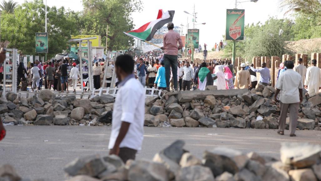 مقتل ضابط و3 محتجين وإصابة عدد كبير من المحتجين في الخرطوم