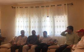 بهدف التحضير لمراسم استقباله… وفد من الحريات يلتقي عائلة الأسير الفحماوي ظافر جبارين
