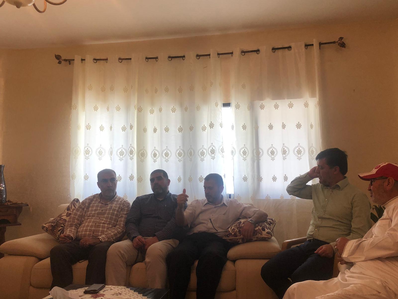 Photo of بهدف التحضير لمراسم استقباله… وفد من الحريات يلتقي عائلة الأسير الفحماوي ظافر جبارين