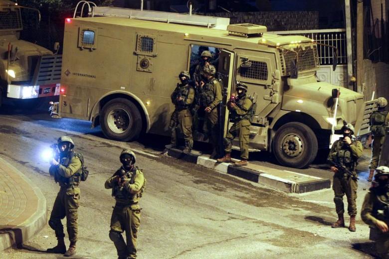 Photo of الاحتلال يعتقل 8 مواطنين بالضفة الغربية المحتلة