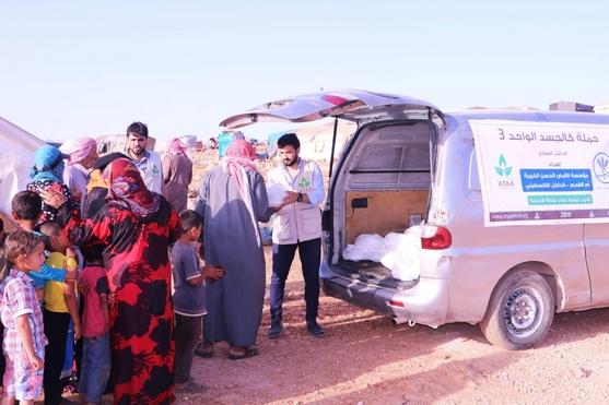 """أطفال سوريا في اللجوء يلبسون """"كسوة العيد""""  بتمويل من مؤسسة القرض الحسن في أم الفحم"""