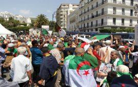 الجزائر: الحراك يرفع سقف المطالب ويوسع قائمة المستهدفين