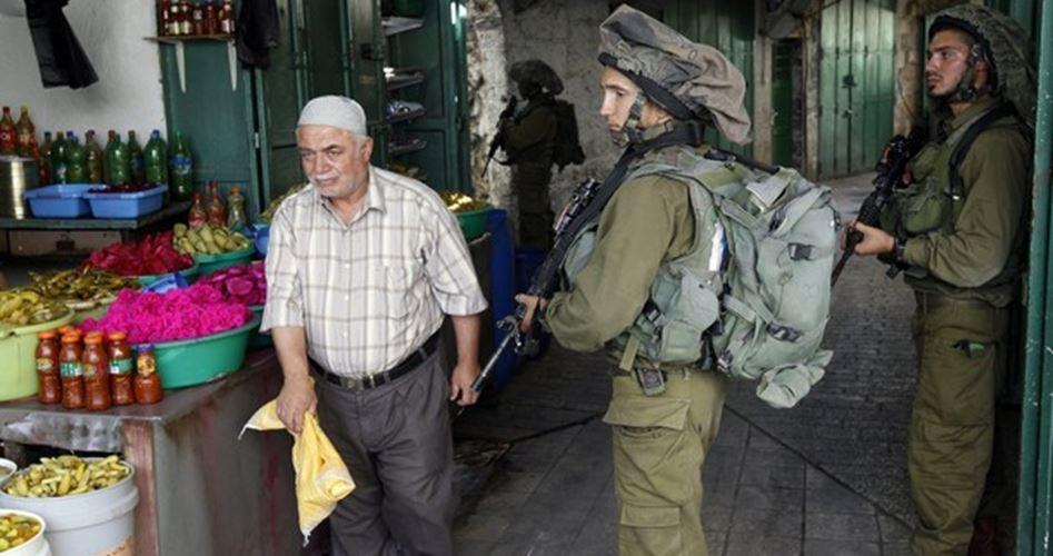 Photo of مستوطنون يستولون على محل تجاري لأوقاف الخليل