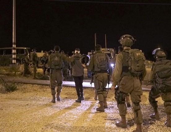 الاحتلال يعتقل 6 مواطنين