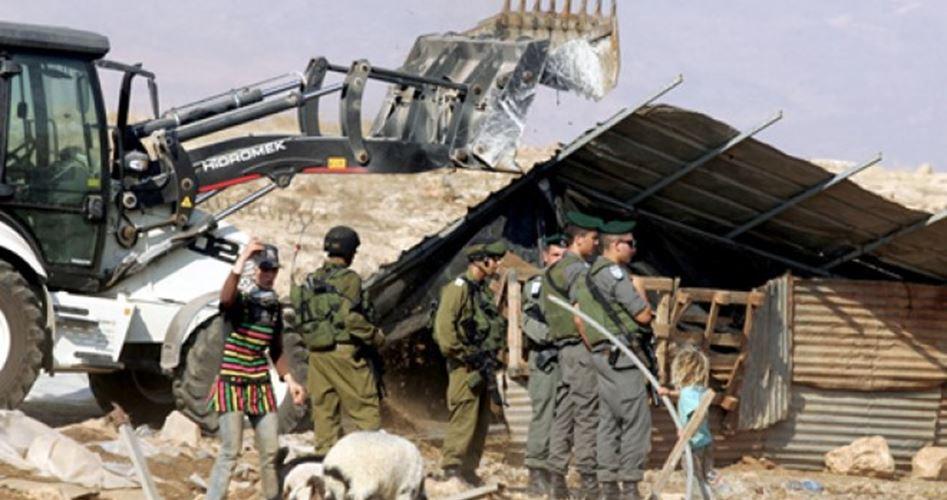 الاحتلال يهدم مساكن وبركسات بالأغوار