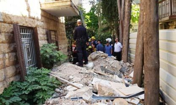 إنقاذ عامل من تحت الركام في ورشة بناء بالقدس