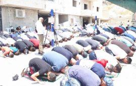 """القدس: أداء """"الجمعة"""" في منطقة البنايات المهددة بالهدم في صور باهر"""