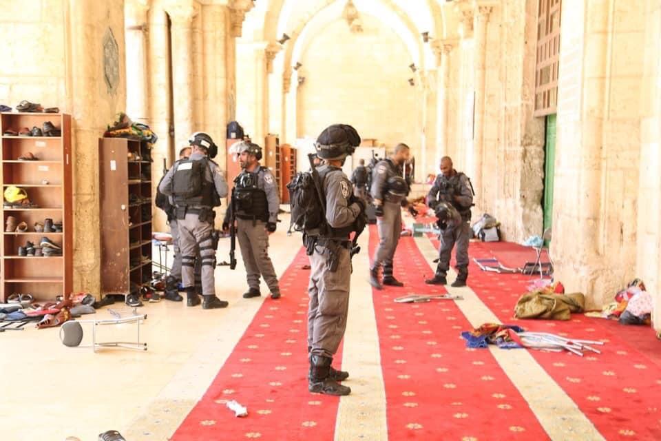 Photo of الوفاء والإصلاح: الإعتداء على المعتكفين في الأقصى عمل إحتلالي جبان