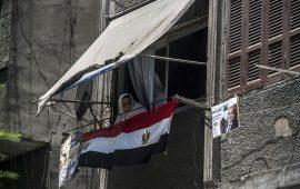 كاتب أمريكي: السيسي على خطى مبارك في مشاريع فاشلة