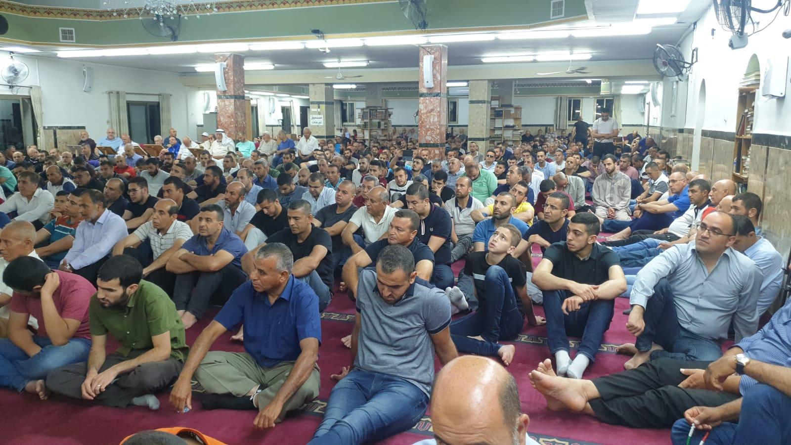 """Photo of كفر كنا: المئات يحيون ليلة السابع والعشرين من رمضان في مسجد """"عمر بن الخطاب"""""""