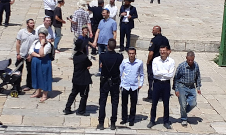 """احتفالًا بما يسمى عيد """"الأسابيع"""" اليهودي: 139 مستوطنًا يقتحمون باحات الأقصى"""