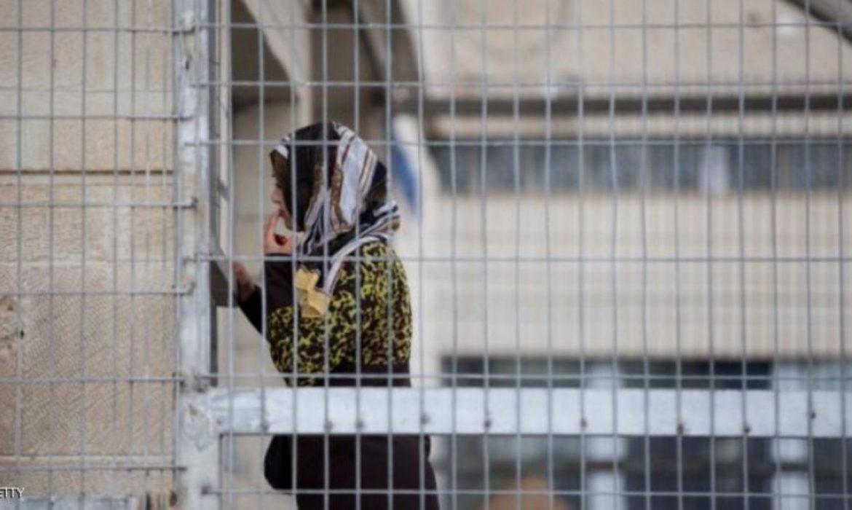 """الاحتلال يحتجز شقيقة أسيرين بمعتقل """"الجلمة"""" بظروف قاسية"""
