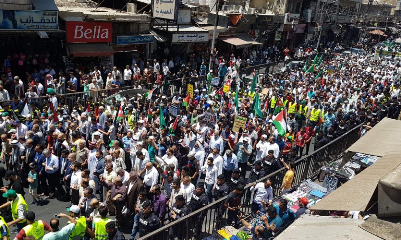 آلاف الأردنيين يهتفون ضد مؤتمر البحرين وصفقة القرن وسط عمان