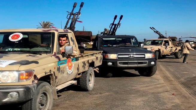حفتر يستعد لعملية عسكرية جديدة بطرابلس… وقوات الوفاق: تهويل إعلامي