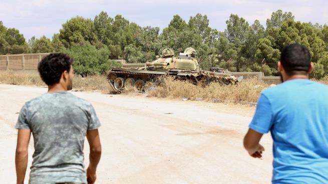 Photo of بعد فشل العملية العسكرية لحفتر… الحلفاء وإيطاليا وبريطانيا يدعون لوقف القتال بطرابلس
