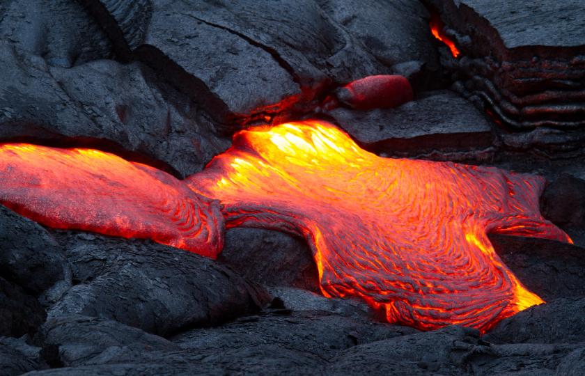 دراسة حديثة تكشف أنَّ بعض مواد لُب الأرض تتسرب منه