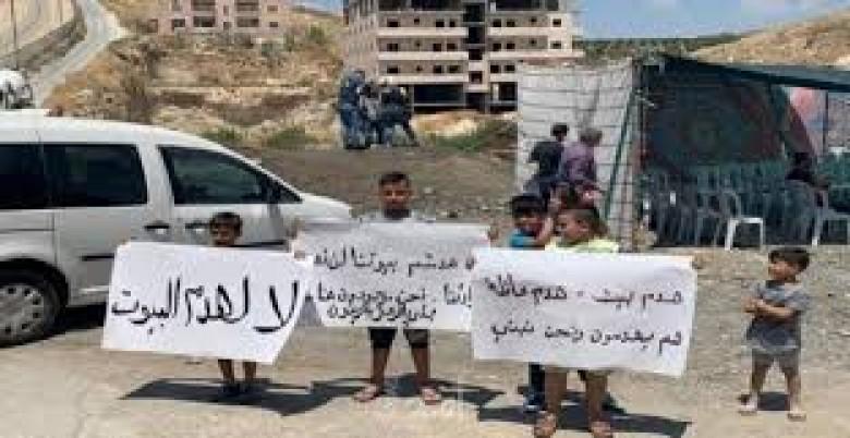 Photo of نصب خيام قرب ركام المنازل المدمرة بوادي الحمص في القدس