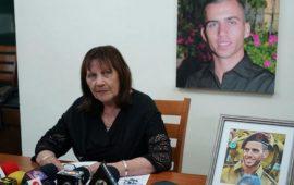 """والدة الجندي """"شاؤول"""": غير مستعدة للموت قبل أن أرى ابني"""