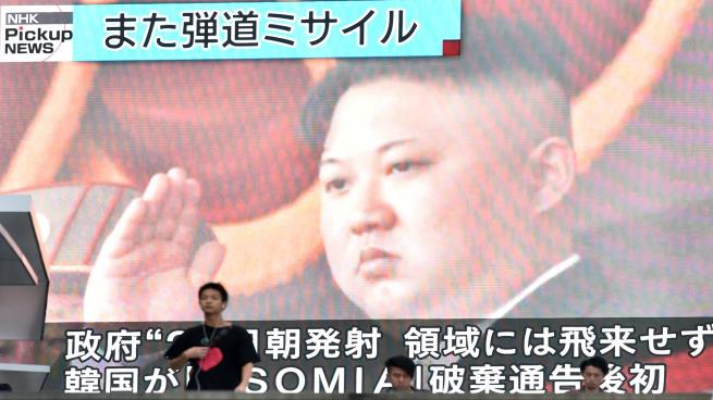 "Photo of زعيم كوريا الشمالية يشرف على تجربة لمنصة إطلاق صواريخ ""فائقة الضخامة"""