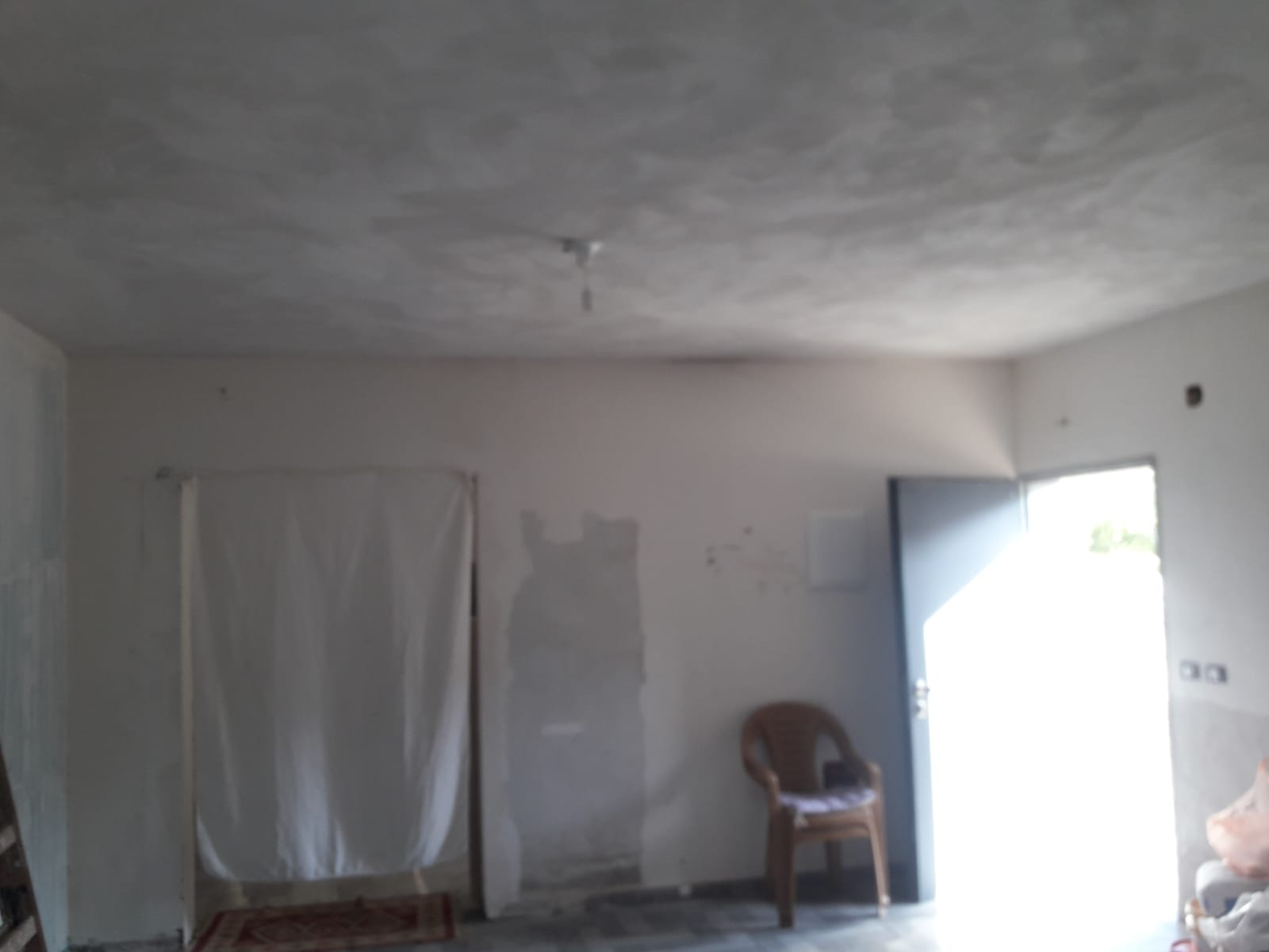 """Photo of """"صدقة النور"""" في أم الفحم تساهم في ترميم منزل  وتوفّر """"كسوة العيد"""" لعشرات الطلاب"""