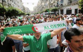 الغارديان: احتجاجات الجزائر أمام طريق مسدود.. جيش متحصن ومتظاهرون مصممون