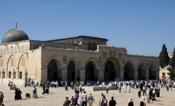 Photo of قيادات فلسطينية: ننتظر قدوم المسلمين للأقصى فاتحين لا سائحين