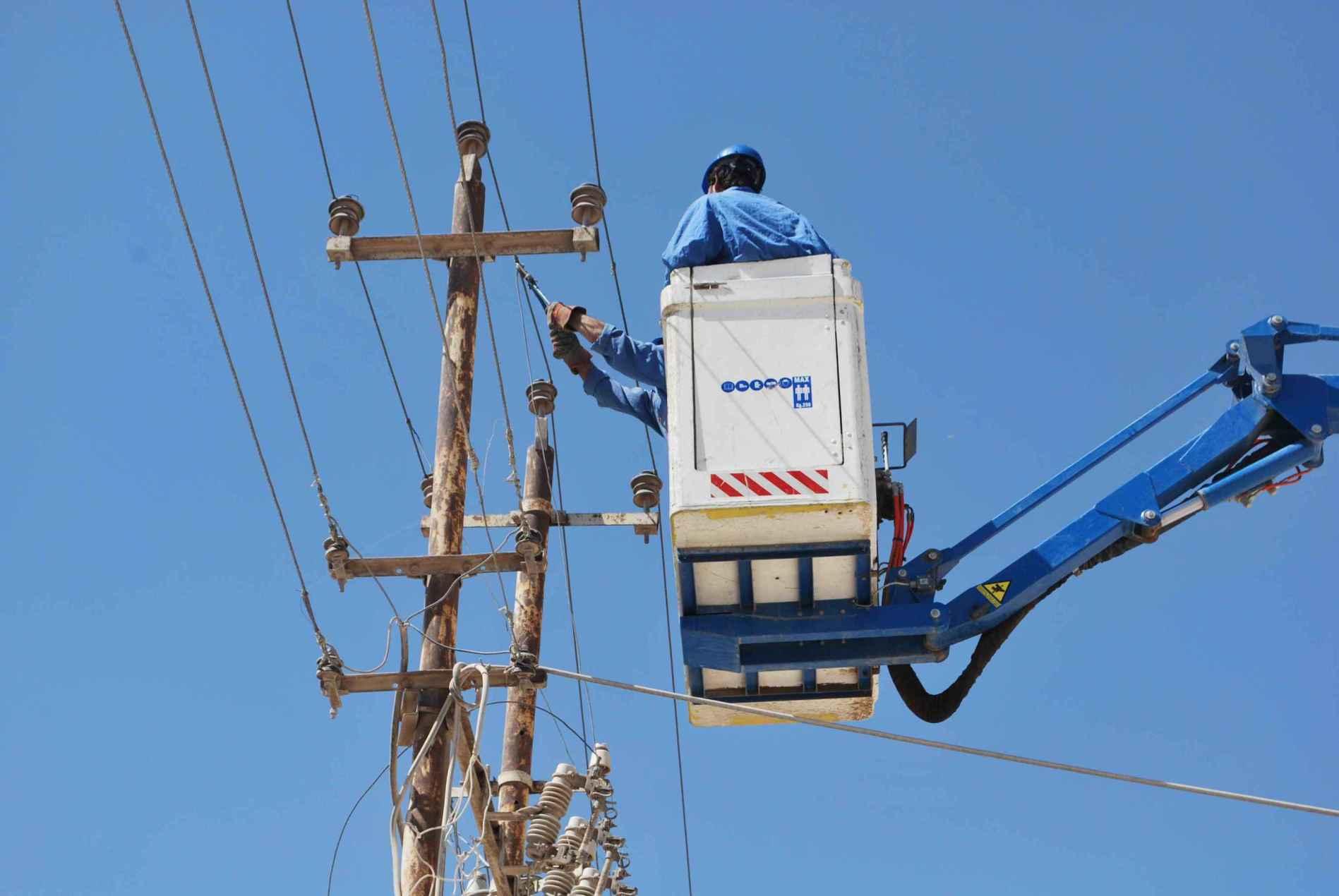 Photo of الاحتلال يخطّط لقطع الكهرباء عن مناطق في الضفة الغربية
