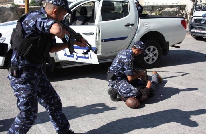 Photo of عائلة تتهم أجهزة أمن الضفة بتعذيب نجلها عقب اعتقاله