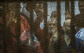 حكم بالمؤبد لبديع و10 من قيادات الإخوان بمصر.. وتبرئة آخرين