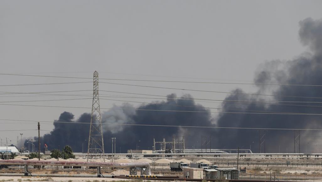 Photo of صواريخ و20 طائرة مسيرة.. إصلاح أضرار أرامكو يستغرق شهورا