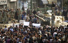 هل يستخدم الجيش صلاحياته الدستورية لعزل السيسي؟