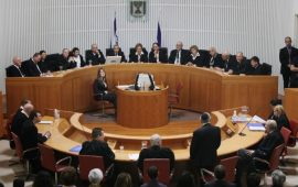 """""""العليا"""" الإسرائيلية تقر استمرار حجز جثامين الشهداء"""