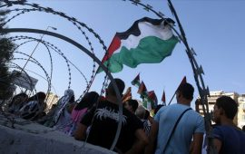 بيروت.. لاجئون فلسطينيون يعتصمون طلبا للهجرة من لبنان