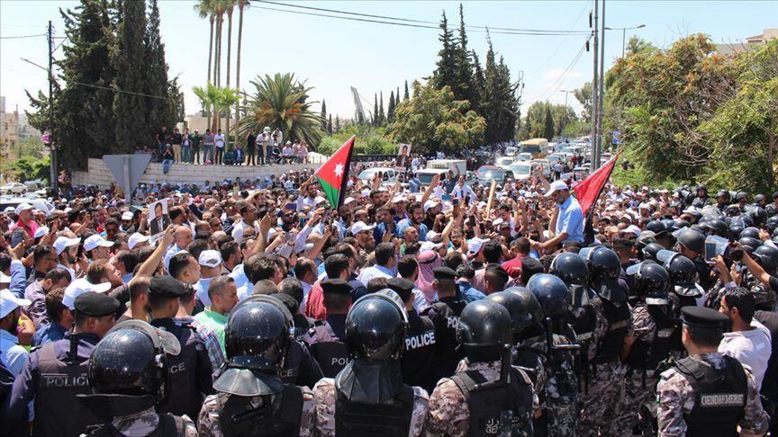 """Photo of الأردن.. إضراب المعلمين المفتوح يكمل """"أسبوعاً دراسياً"""""""