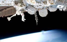 عملية دقيقة لاستبدال بطاريات محطة الفضاء الدولية