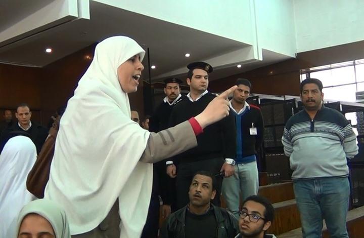 نقل نجلة الشاطر لمستشفى سجن النساء على خلفية إضرابها