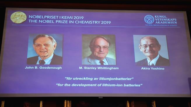 جائزة نوبل للكيمياء يتقاسمها ثلاثة علماء طوروا بطاريات الليثيوم